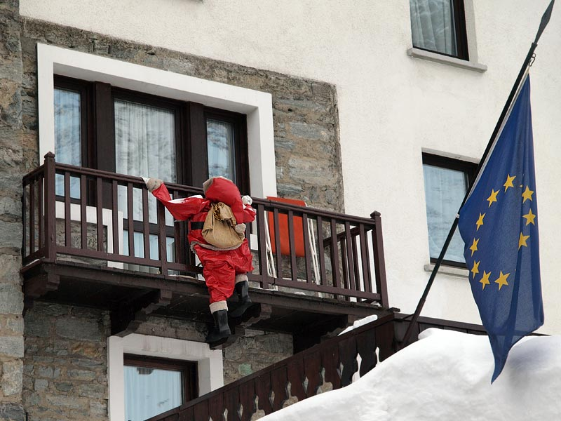 А что это делает итальянский дед мороз: Червиния - баббо нат.